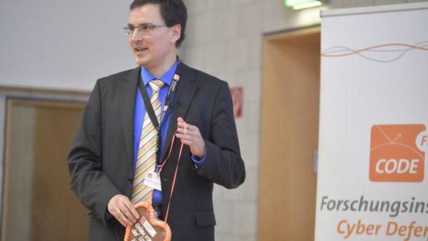 16 Moderator Prof. Hommel.JPG