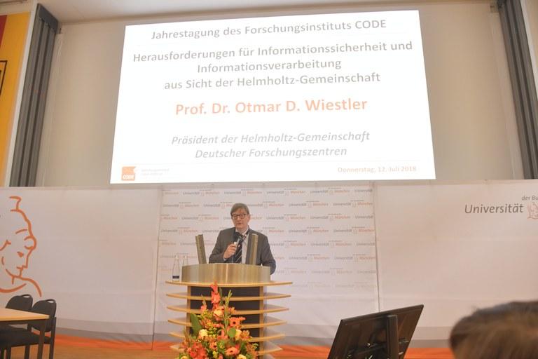 67 Prof. Wiestler, Helmholtz.JPG
