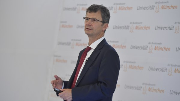 90 Dr. Gaus, Siemens.JPG