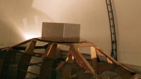 Neuer G/T-Messaufbau in erhöhter Position in einem Radom auf dem Gebäudedach