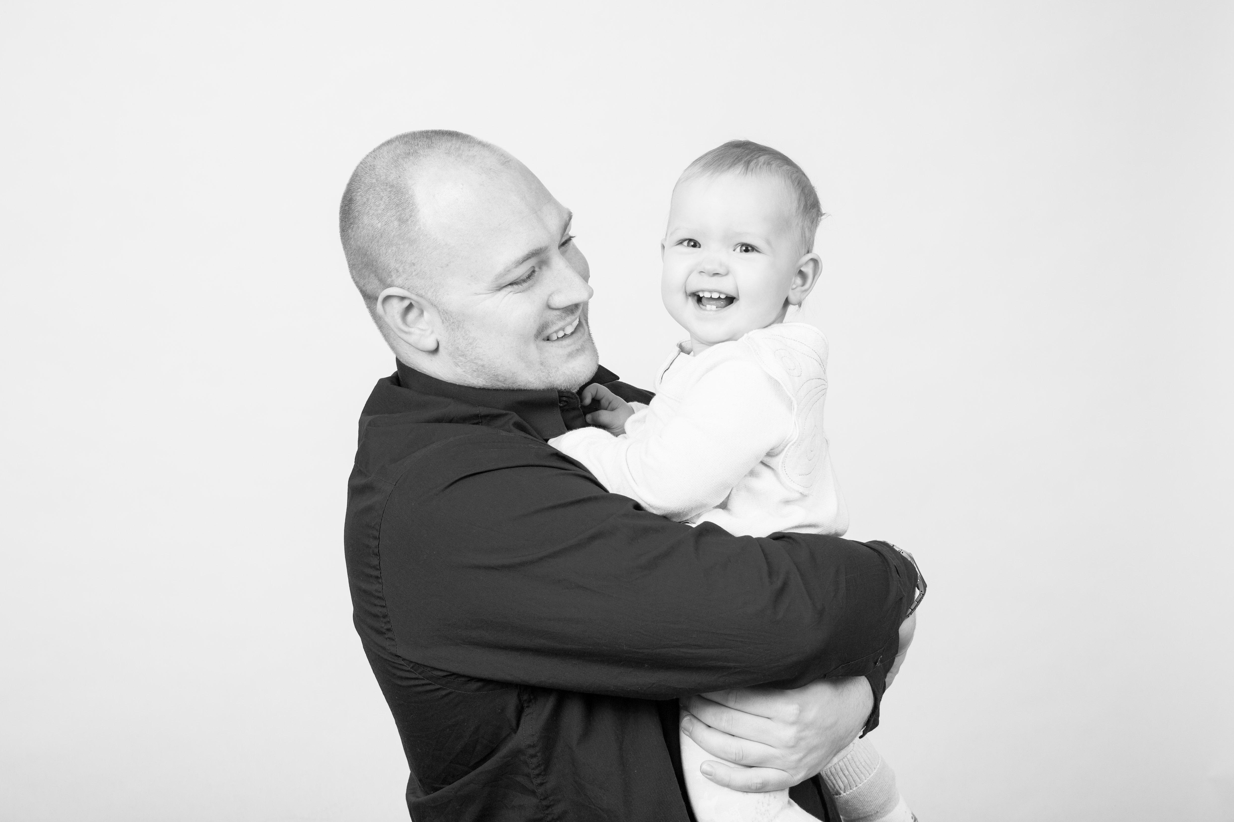 Christopher Hohenberg - Portrait mit Kind.jpg