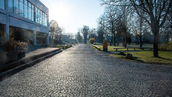 Campusweg vor der Mensa