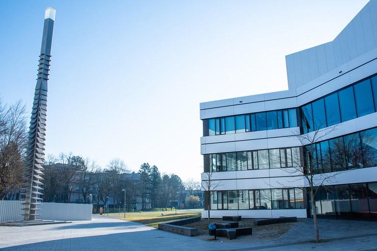 Vorplatz Universitätsbibliothek