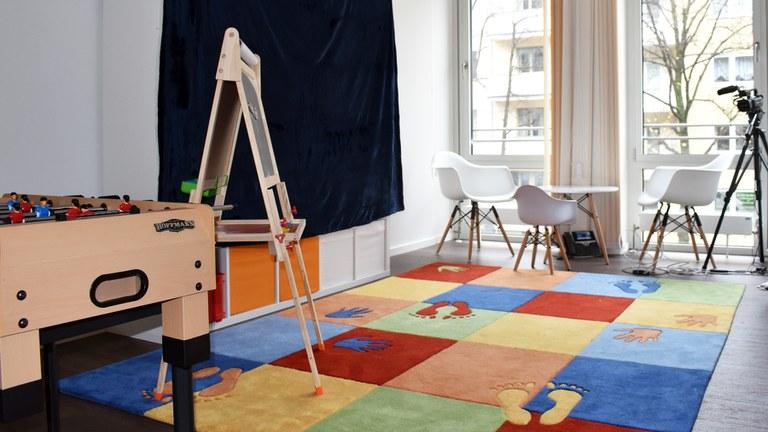 Ein Raum der Psychotherapeutischen Hochschulambulanz wurde speziell für die Verhaltenstherapie für Kinder und Jugendliche eingerichtet