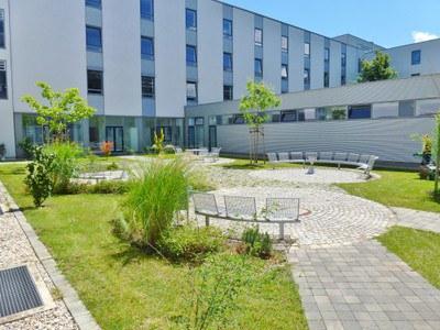 Innenhof Gebäude33_300.jpg