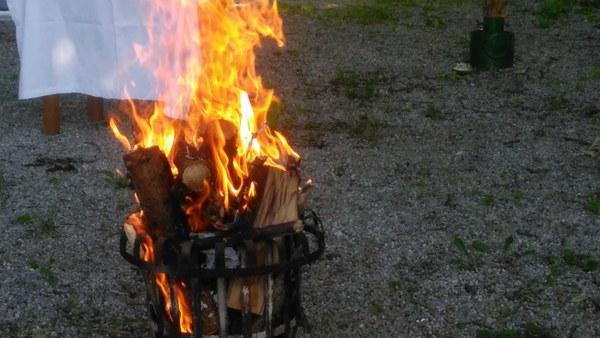 Gottesdienst und Johannisfeuer