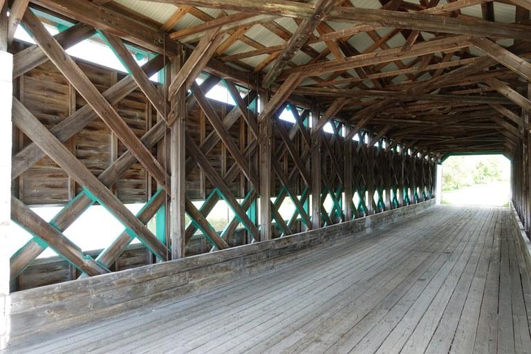 Holzbrücke Innenansicht