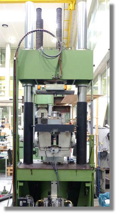 Hydropulsmaschine - 1000 kN.jpg