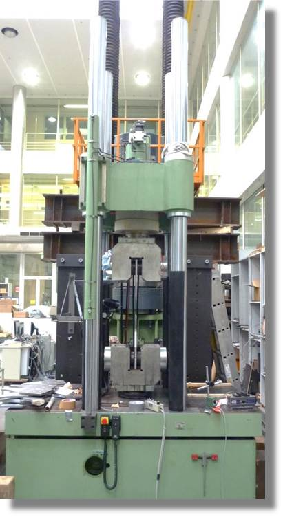 Hydropulsmaschine - 650 kN.jpg