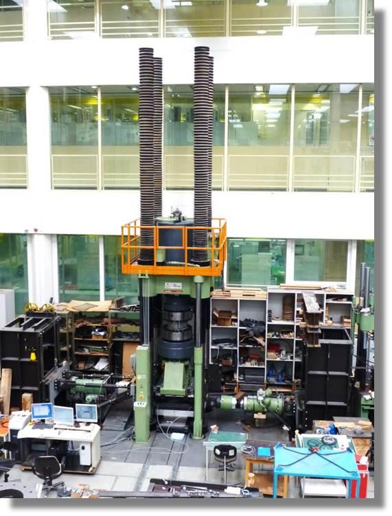 Prüfmaschine - 10000 kN.jpg