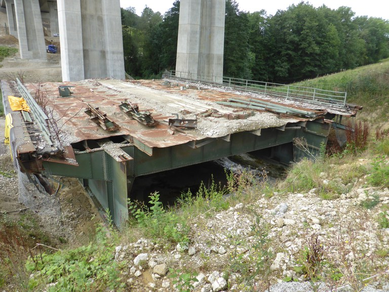 alte, rückgebaute Talbrücke Bergen