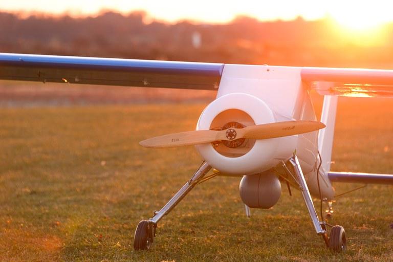 Fluggerät_Flugzeug.jpg