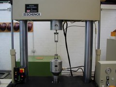 servohydraulische Pruefmaschine Schenck Instron 100 kN