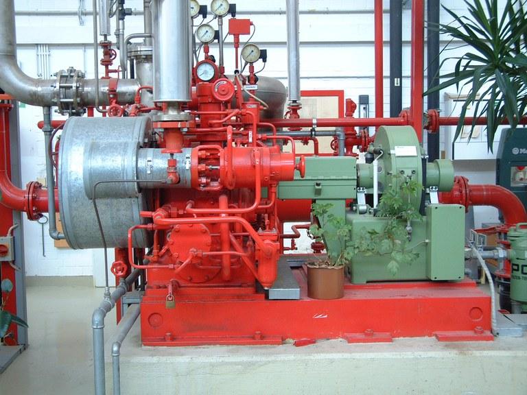 Bei der vorhandenen Dampfturbinenanlage handelt es sich um eine einstufige, einkränzige Gleichdruckdampfturbinenanlage der Firma Kühnle, Kopp und Kausch (KKK). Die Anlage wurde 1984 in Betrieb genommen und im Jahre 2003 im Rahmen einer Diplomarbeit überarbeitet und modernisiert.