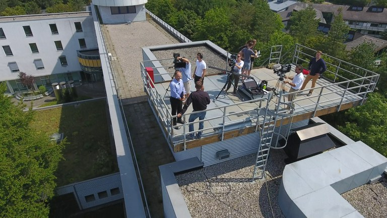 Aktuelles - Filmteam auf dem Dach.jpg