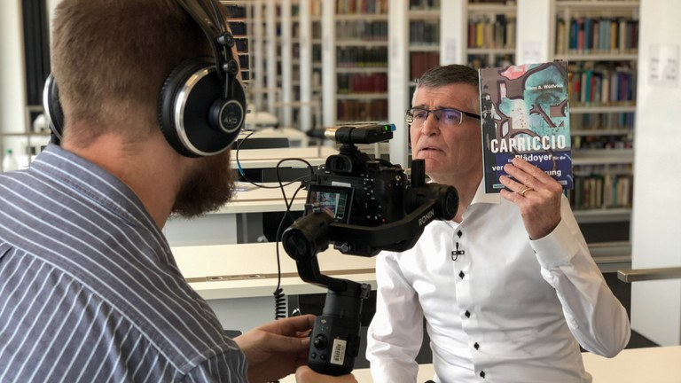 """Prof. Dr. Wüthrich stellt sein neues Buch """"Capriccio"""" vor"""