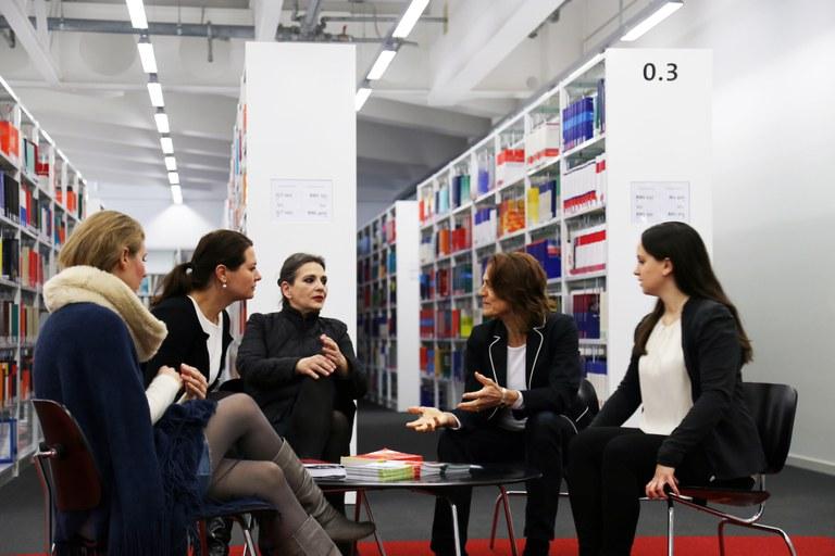 Diskussion in der Bib II.jpg