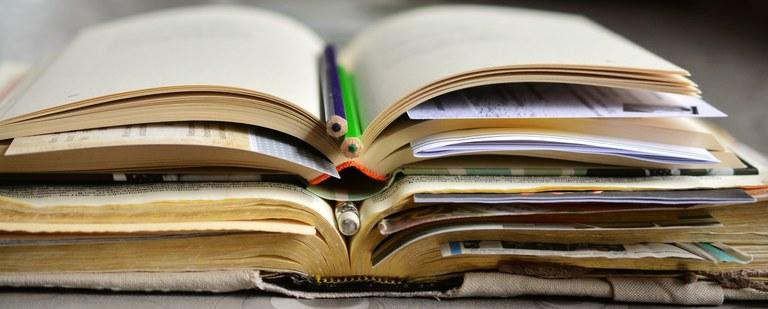 books-2158737.jpg
