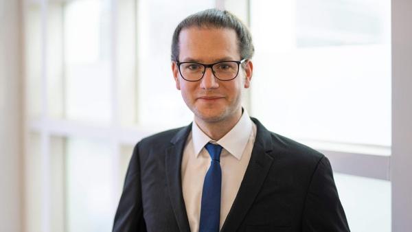 Dr. Jan Busse