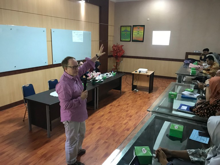 Prof. Dr. Michael Bohne - Vorlesung an der Universitas Riau UR
