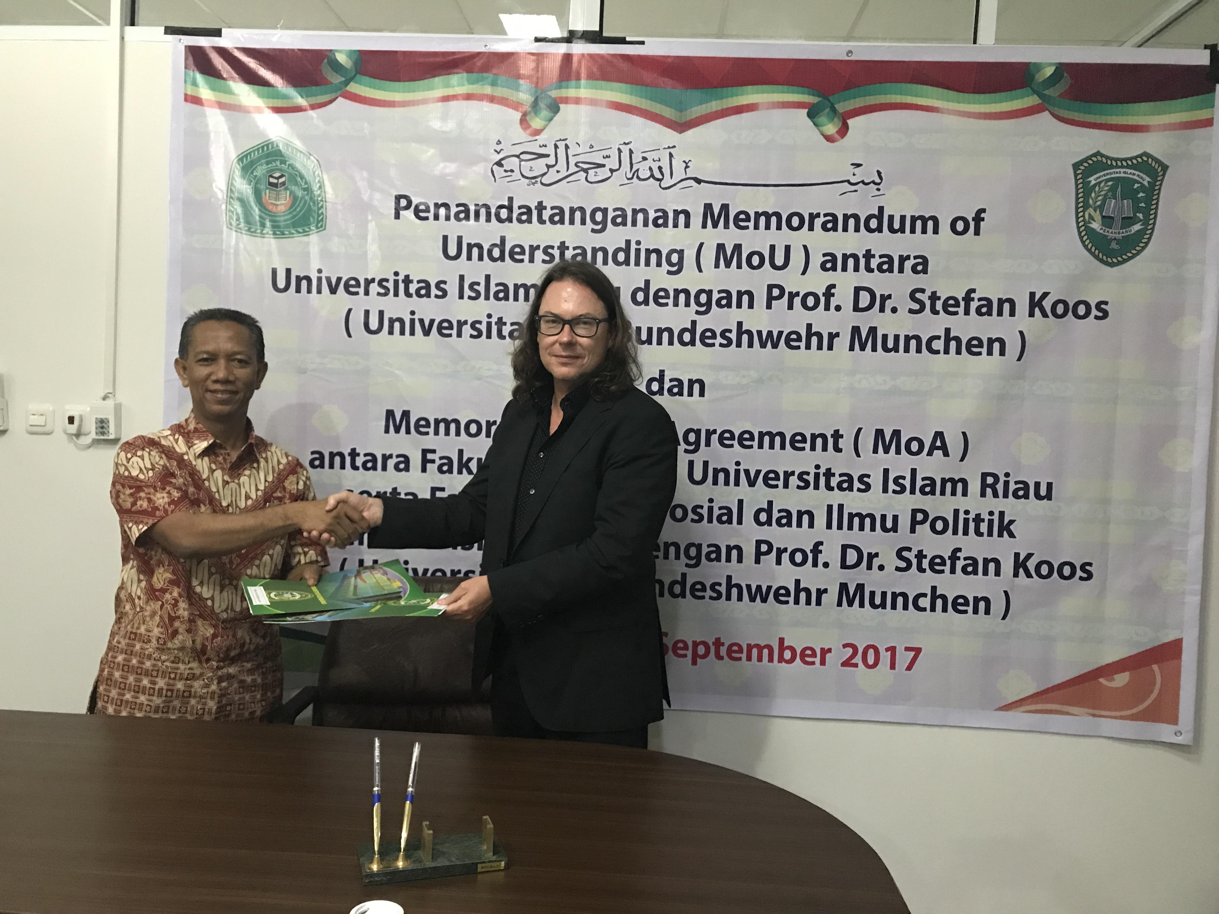 UIR MoU 2017 - mit Prof. Dr. Syafrinaldi