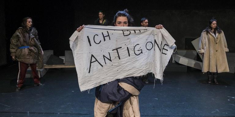 Nirgends in Friede. Antigone. (c) Rainer Berson (4).jpg