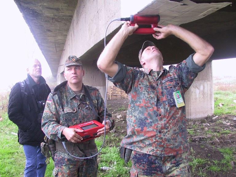 bewehrung_Brückenerkundung der Brückengruppe für KFOR.jpg