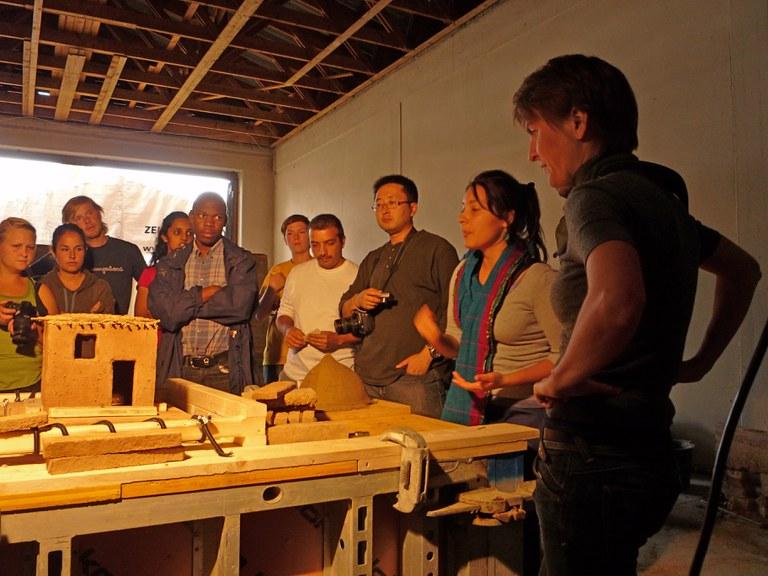 Earthworks_2010_Erdbebenuntersuchung von Lehmgebäuden für Länder der Dritten Welt.JPG