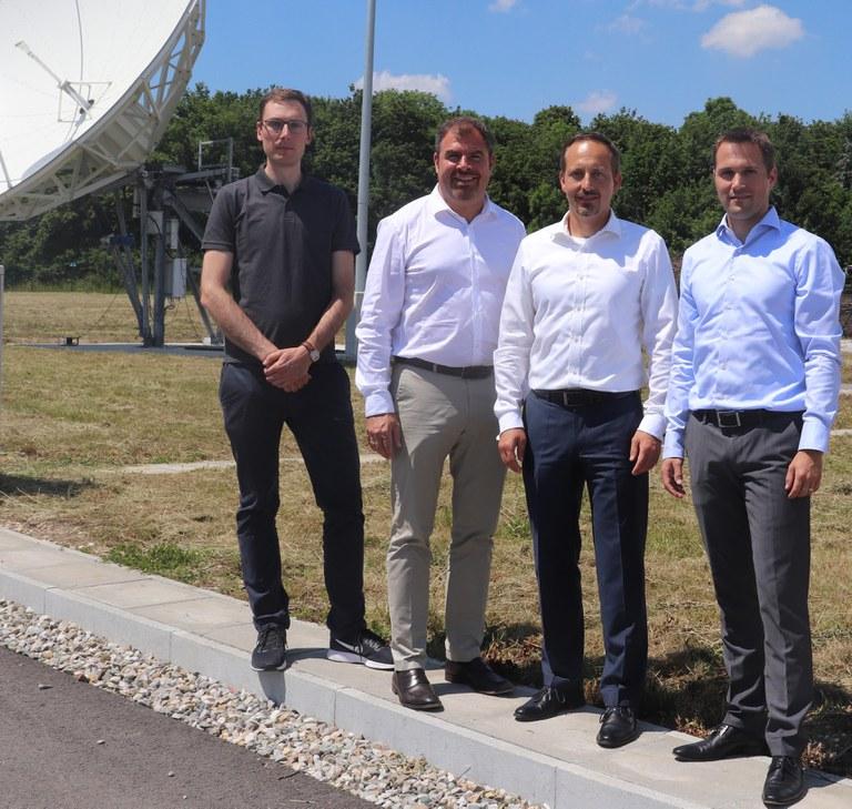 Florian Hahn MdB besichtigt neue Experimentalbodenstation.jpg