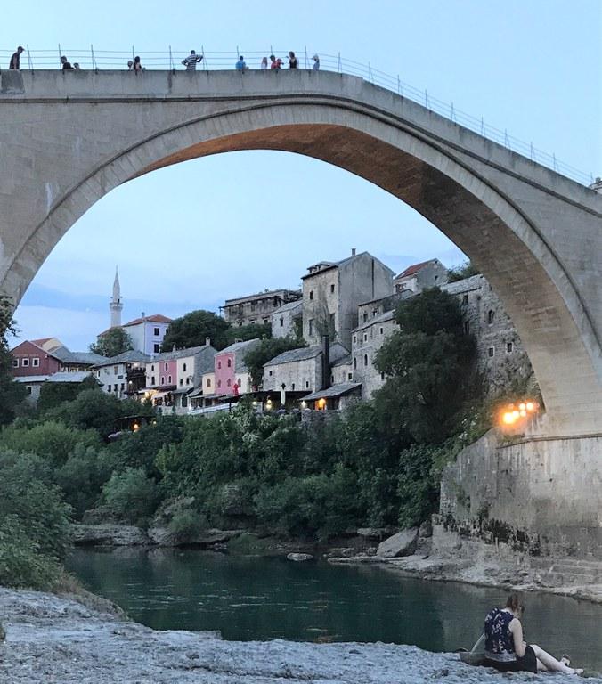 Die wiederaufgebaute alte Brücke in Mostar