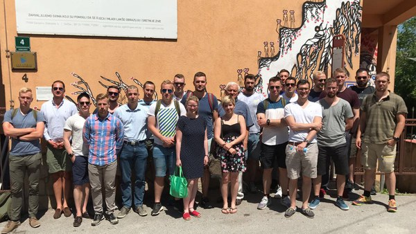 Gruppenfoto mit Jovan Divjak