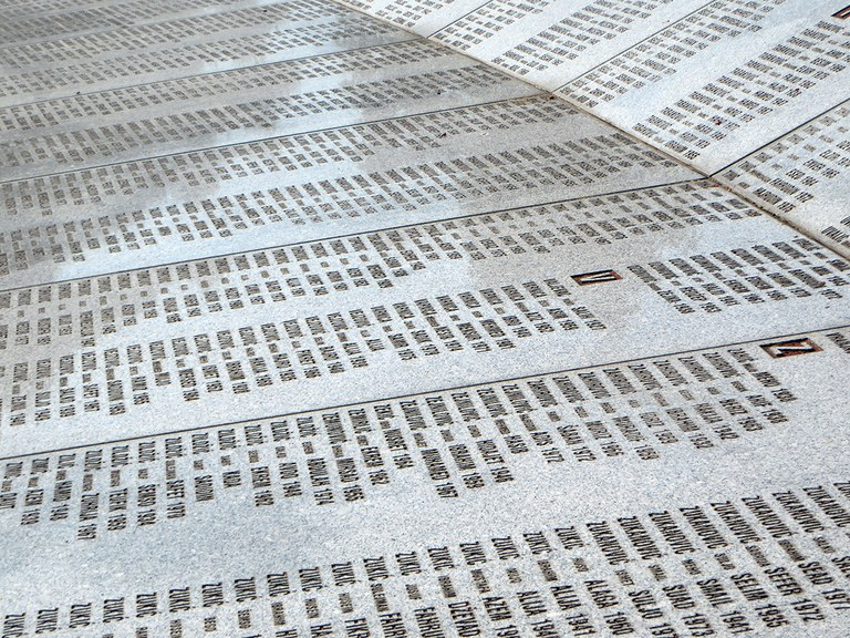 Opfernamen (Gedenkstätte Potocari)