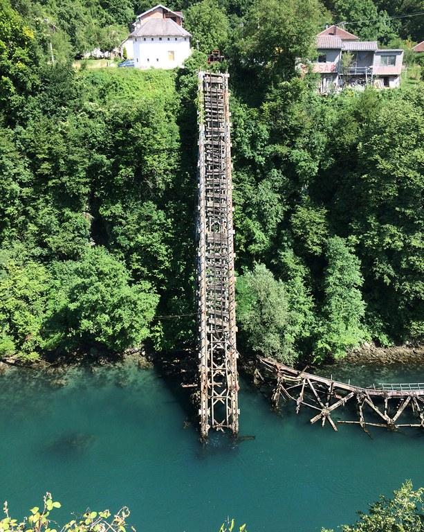 Zerstörte Brücke über die Neretva (2. Weltkrieg)