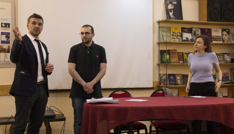 Diskussioinsrunde Cacausian House (NGO)