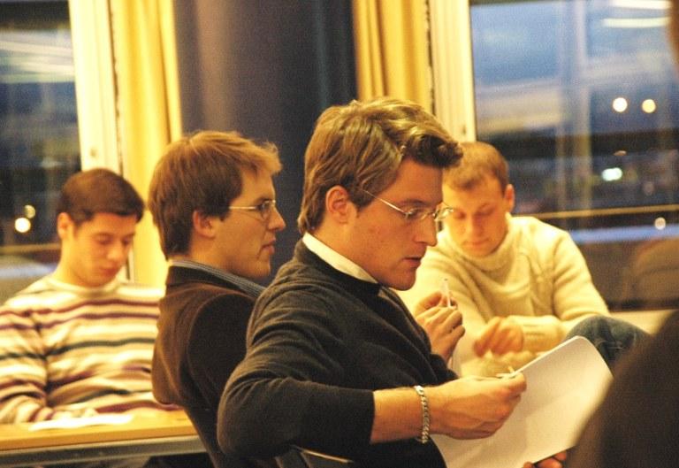 Genf: Dozenten beim Vortrag in der UN