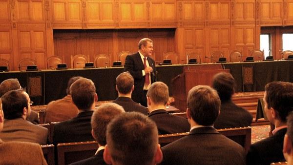 Den Haag: Bruno Simma, Richter am IGH