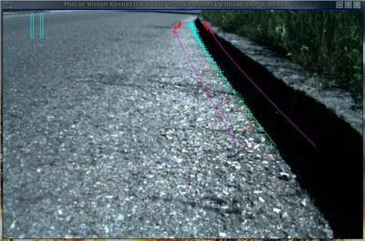Kleinroboter trackt und folgt autonom dem Verlauf eines Randsteins