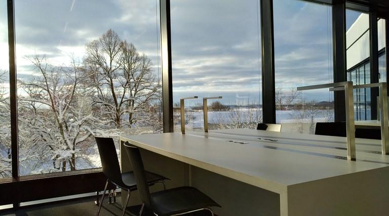 Universitätsbibliothek: über 300 Arbeitsplätze mit Ausblick