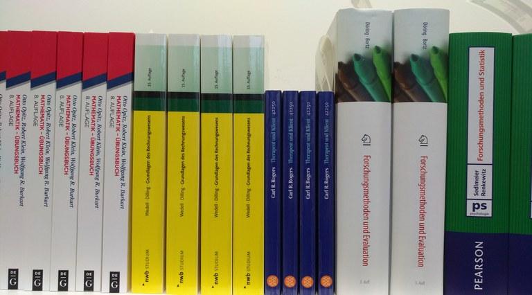 Universitätsbibliothek: über 40.000 Lehrbücher