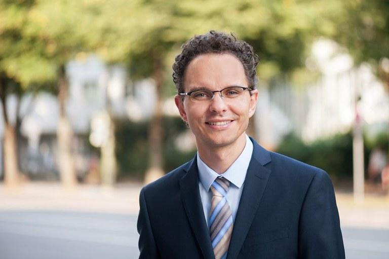 Prof. Florian Engstler
