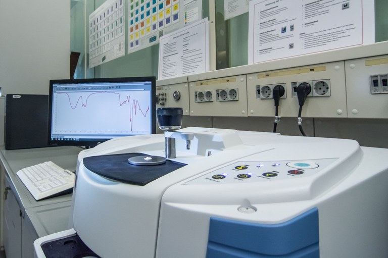Nicolet iS10 FT-IR spectrometer